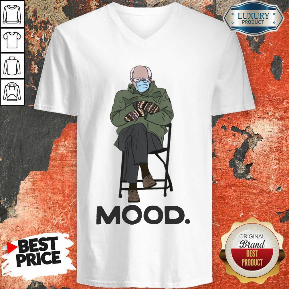 Good Bernie Sanders Mittens Mood V-neck