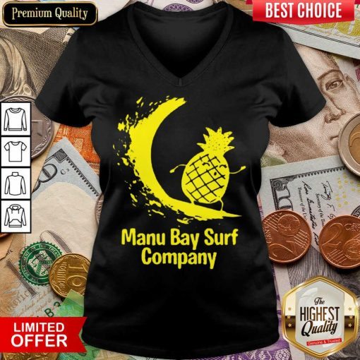 Awesome Manu Bay Surf Gold Surfing Pineapple 11 V-neck